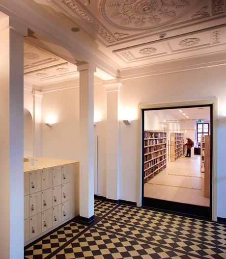 Die Stadtbibliothek Heinrich Heine im historischen Winterpalais in Gotha