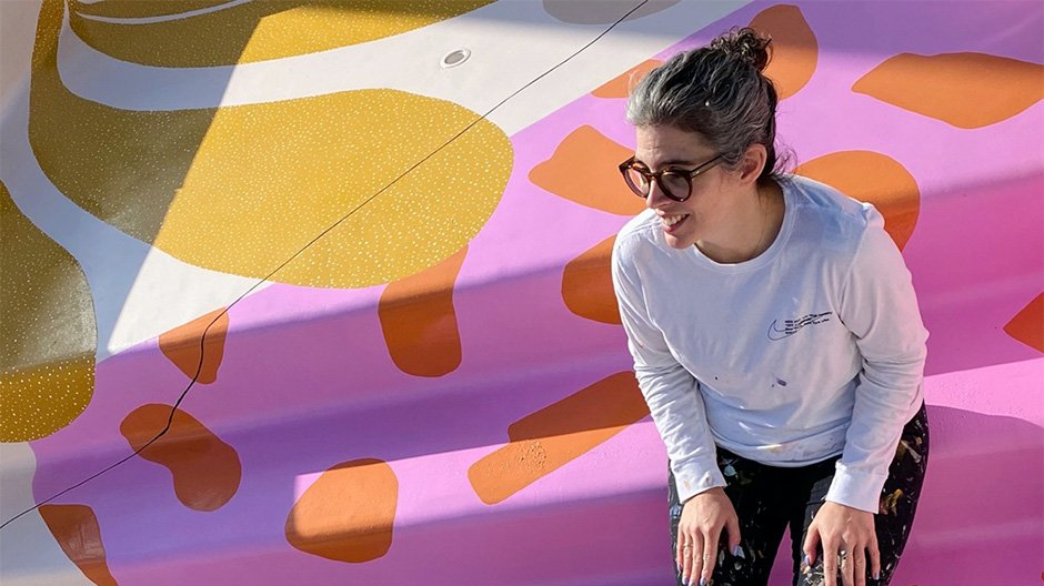 Alex Proba verwandelt den Pool einer Villa in Palm Springs zur Leinwand
