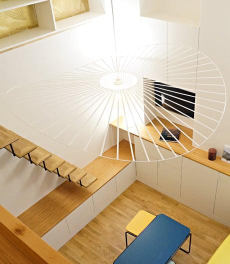 Im Marais baute Rémy Bardin ein kleines Atelier in ein kompaktes Miniloft um