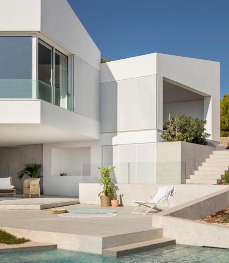 Geometrisches Ferienhaus auf Menorca von Nomo Studio