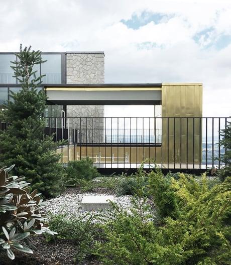 Der Anbau des exklusiven Schweizer Bürgenstock Resorts ist eine minimalistische Gebäudeskulptur, die den Bezug zur Landschaft sucht.