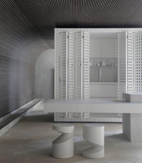 In der Casa Duende Duratex von Nildo José bildet eine kompakte Funktionsbox den Mittelpunkt.
