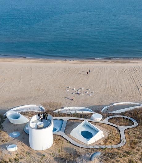 In eine Düne eingegraben: das UCCA Dune Art Museum von Open Architecture.