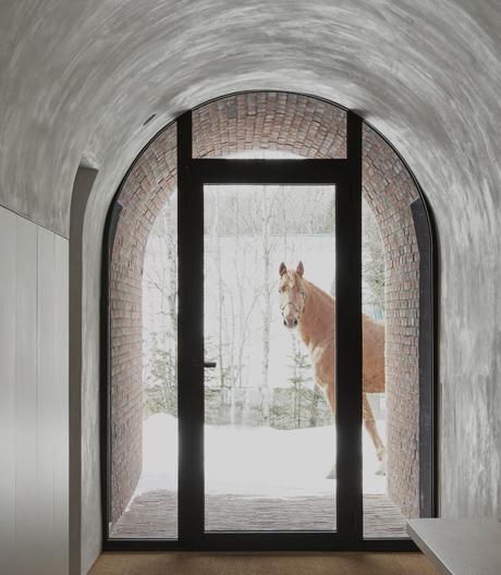 In diesem kanadischen Haus von Atelier Barda ist Minimalismus das Leitmotiv.