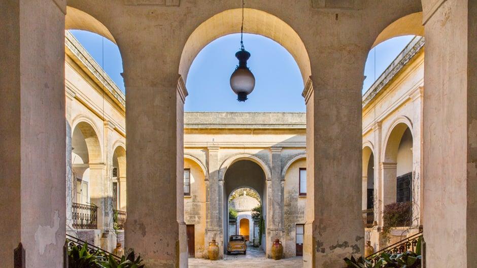 Ein Neun-Suiten-Hotel in Apulien von Palomba Serafini Associati