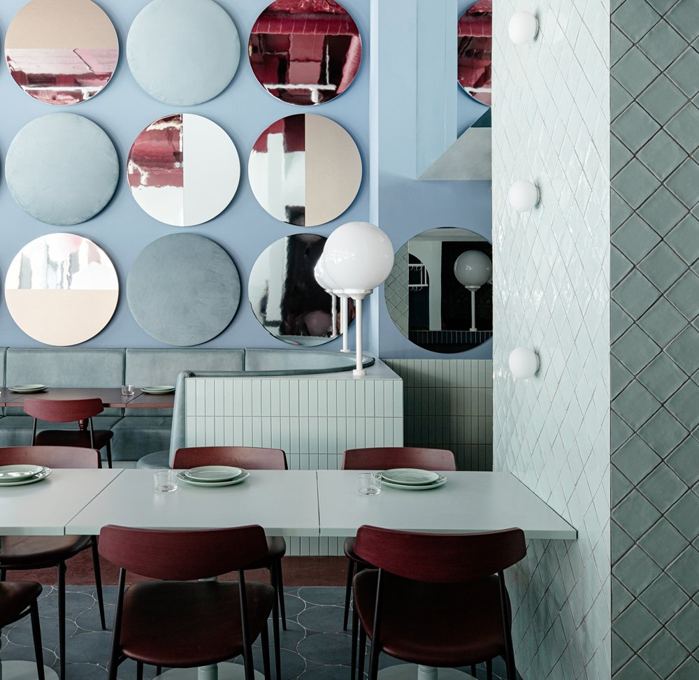 Restaurant Cinnamon von Kingston Lafferty Design in Pastellfarben
