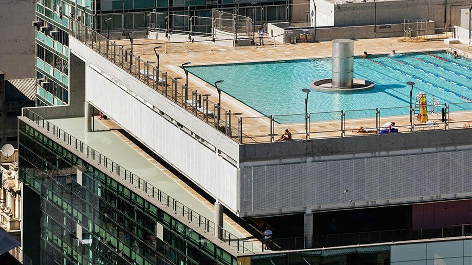 Das Kulturzentrum SESC24 de Maio von Paulo Mendes da Rocha und MMBB Arquitetos