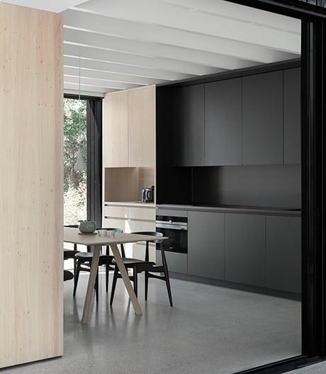 Ein Wohnzimmer mit Badestelle von i29 in Vinkeveen