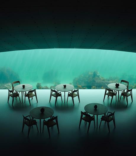 Mit Under von Snøhetta hat Europas erstes Unterwasserrestaurant eröffnet.