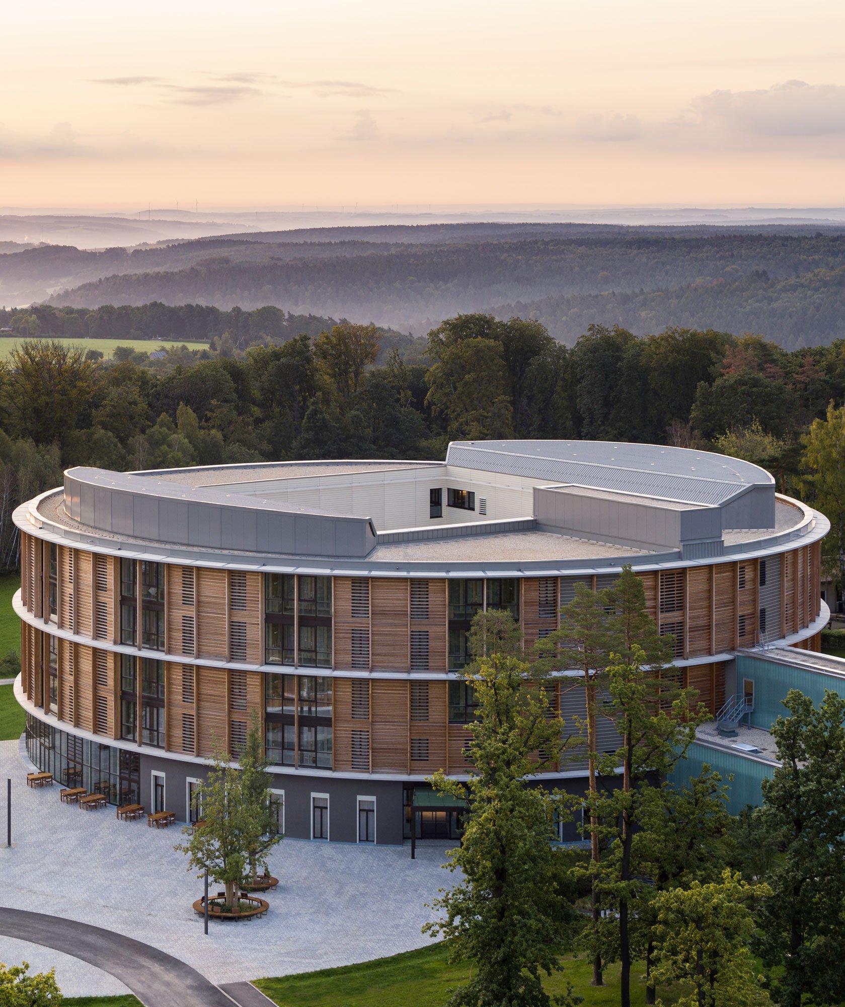Klinikgebäude in Eisenberg von Matteo Thun und HDR