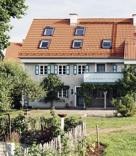Ein altes bayerisches Bauernhaus und seine Verwandlung in ein Loft mit Folklore-Charme.