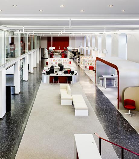 Gelungener Umbau der Mediathek von Nancy mit Möbeln von Brunner