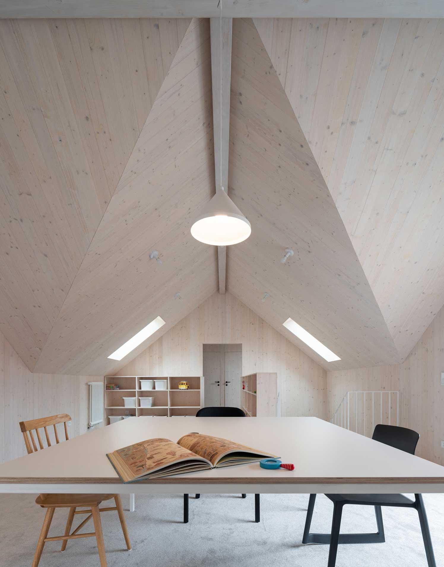 Umbau eines Hausensembles von Atelier 111 in Tschechien