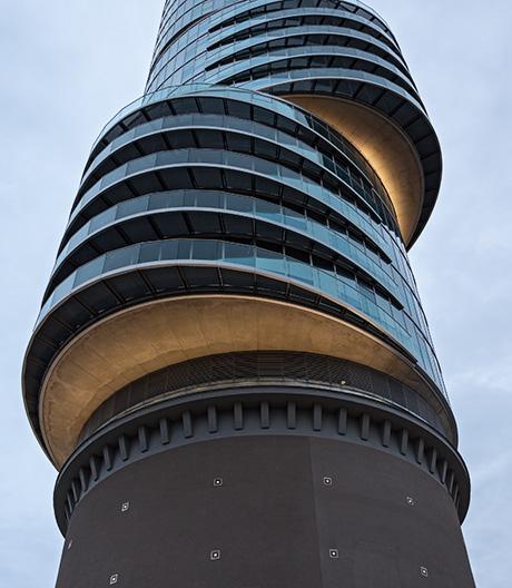 Ein Bochumer Betonkoloss dient als Sockel für ein Bürohochhaus