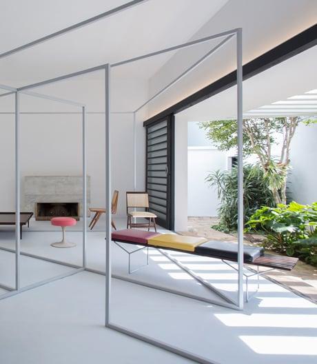 Apartmento 61 ist ein ungewöhnliches Setting für brasilianisches Möbeldesign
