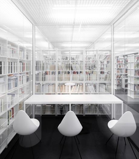 Hochschulbibliothek im Stil des White Cube von Andreas Schüring