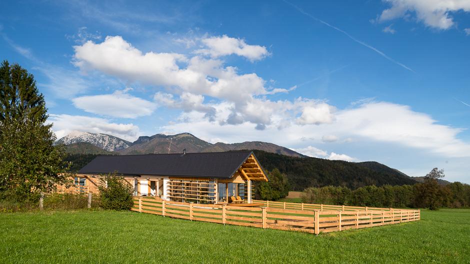 Ein Traumhaus für die goldenen Jahre nahe der Kamniker Alpen von Matej Gašperič
