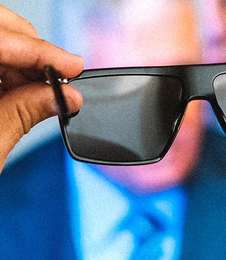 Wie sie sehen, sehen sie nichts. Mit der dieser Brille werden Screens und Monitore ausblendet.