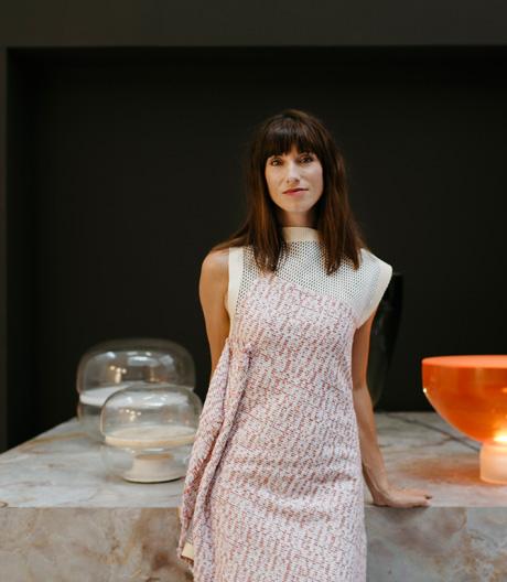 Das Medium ihrer Bestimmung steckt in ihrem Vornamen. Mit Licht fand sie ihren Durchbruch: Die tschechische Designerin Lucie Koldova im Porträt.