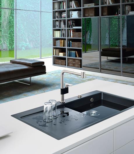 Wenn die Küche zum Wohnraum wird, soll gestalterisch alles eins werden – selbst die Spüle. Wie das geht, zeigt Franke.