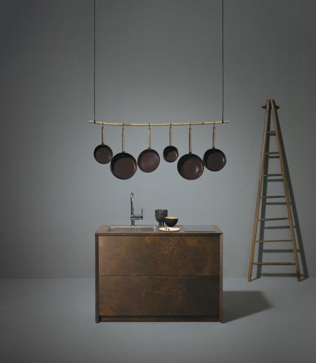 Schluss mit Minimal Kitchen: Ein Ausblick auf die Mailänder Küchenschau zeigt, dass die Branche auch anders kann.
