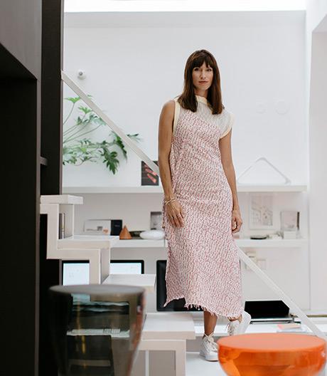 Strahlende Poesie: In Das Haus gestaltet Lucie Koldova eine transparente Wohninszenierung voller Licht.