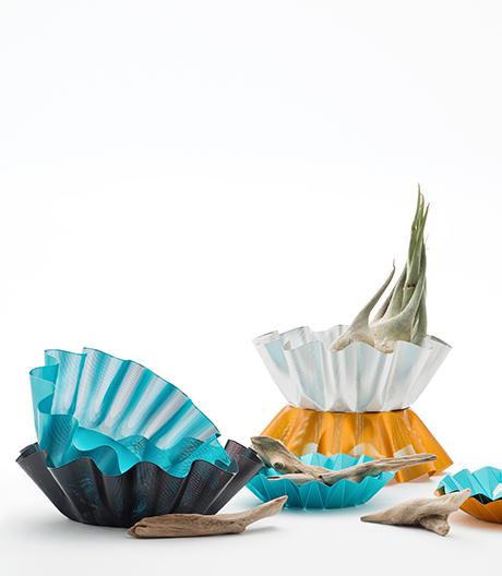 Perforationen als Form-Code: Schalen von Kazuya Koike.