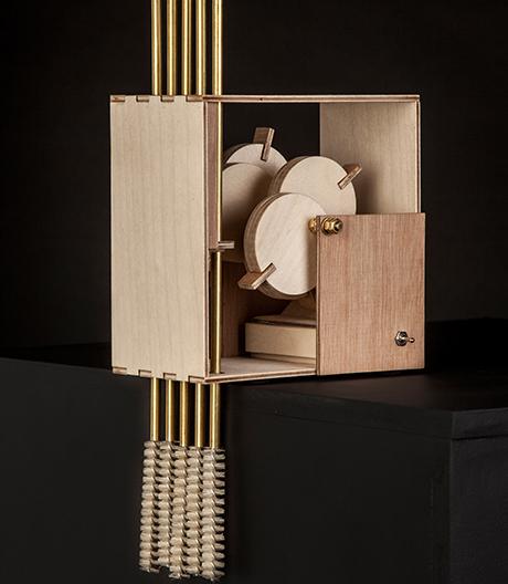 Dieses fünfarmige Roboterquintett sagt dem Staub mit Witz, Sound und Elektromotor den Kampf an.