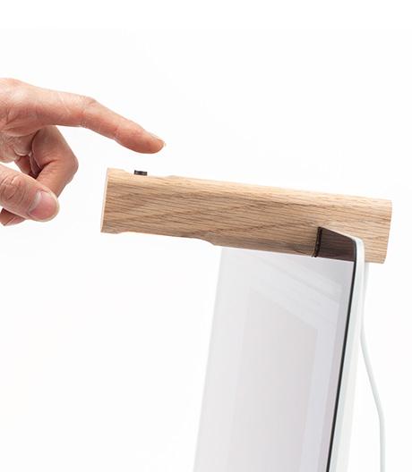 Ein Riegel Licht: USB-Holzleuchte von Massess.