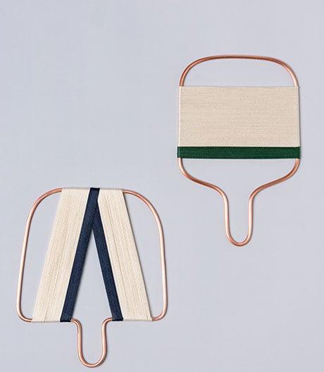 Ein japanisch inspiriertes Accessoire aus Garn und Kupfer von Shira Keret.