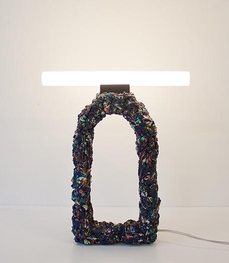 Stine Mikkelsen macht Textilleuchten aus modischen Fehlkäufen.