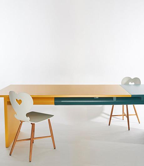 Farbe folgt Funktion: Tisch von Peter Otto Vosding.