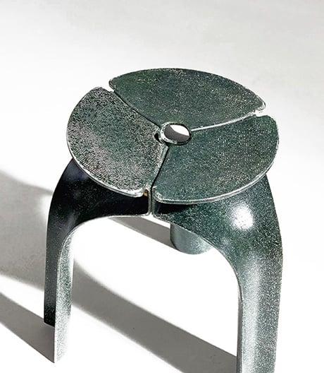 Eine Form, zwei Materialien, drei Teile: Hocker von Studio Ryte.