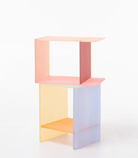 Ein Tisch in Tracht: Acryltische der koreanischen Designerin Sohyun Yun.