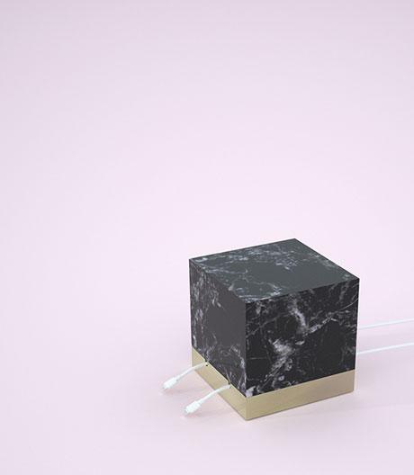 Ein Marmormassiv als Kabelkorrektiv, entworfen von OhYeah Studio und NokoAnna.