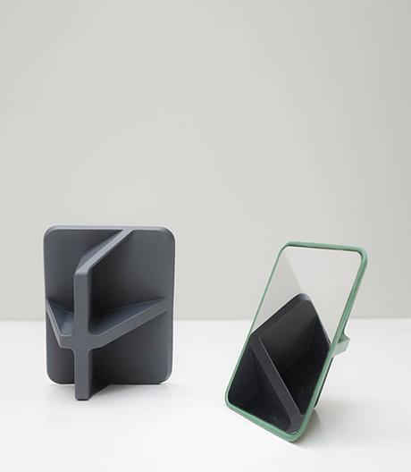 Spiegelserie mit flexiblem Rücken von Oscar Diaz.