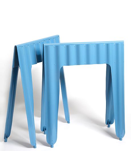 Wellblech für die Wohnung: Tischböcke von Jules Levasseur.