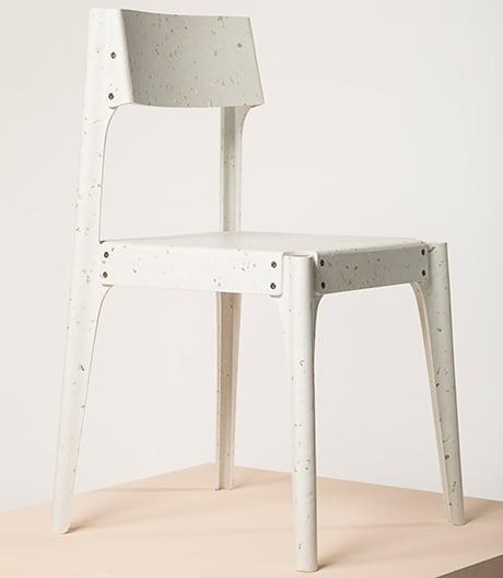 Konsequentes Kunststoffrecycling: Gebogene Möbel von Alexander Schul.