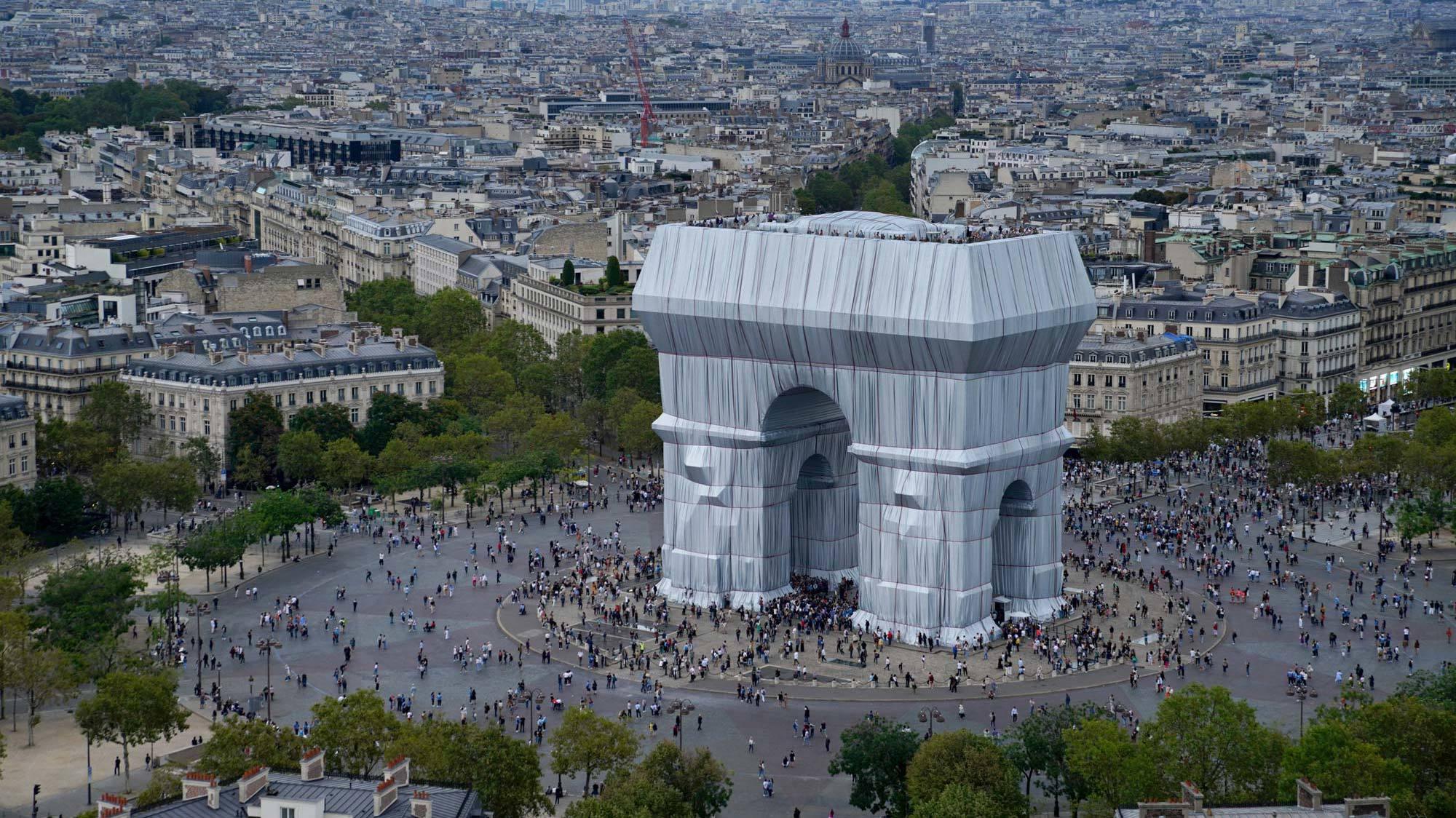 Christos verhüllter Triumphbogen in Paris