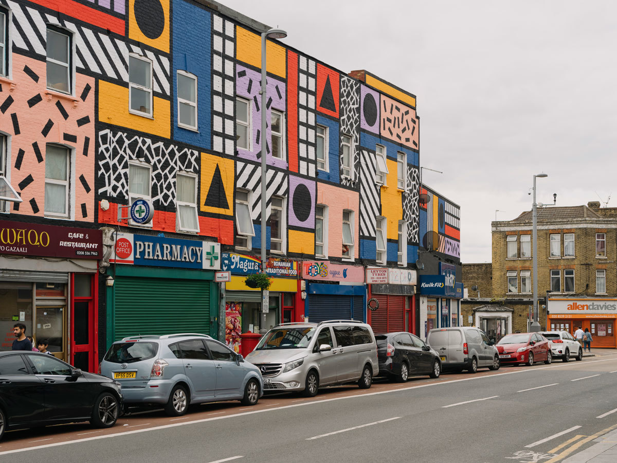 Londoner Wandmalerei von Camille Walala